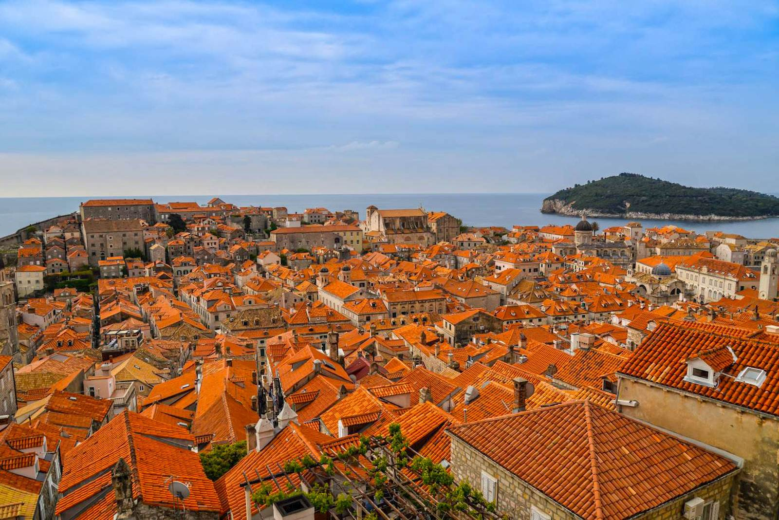 -images-excursions-discover-dubrovnik--10-dubrovnik-old-town-view-from-north-side-of-walls-2.jpg
