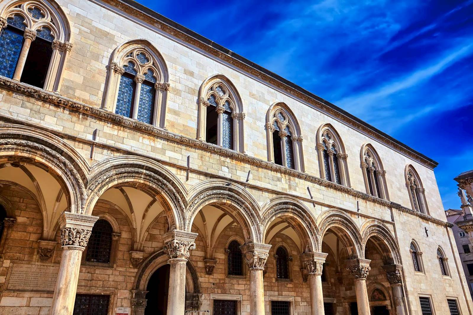 -images-excursions-discover-dubrovnik--25-dubrovnik-old-town-rectors-pallace-outside.jpg