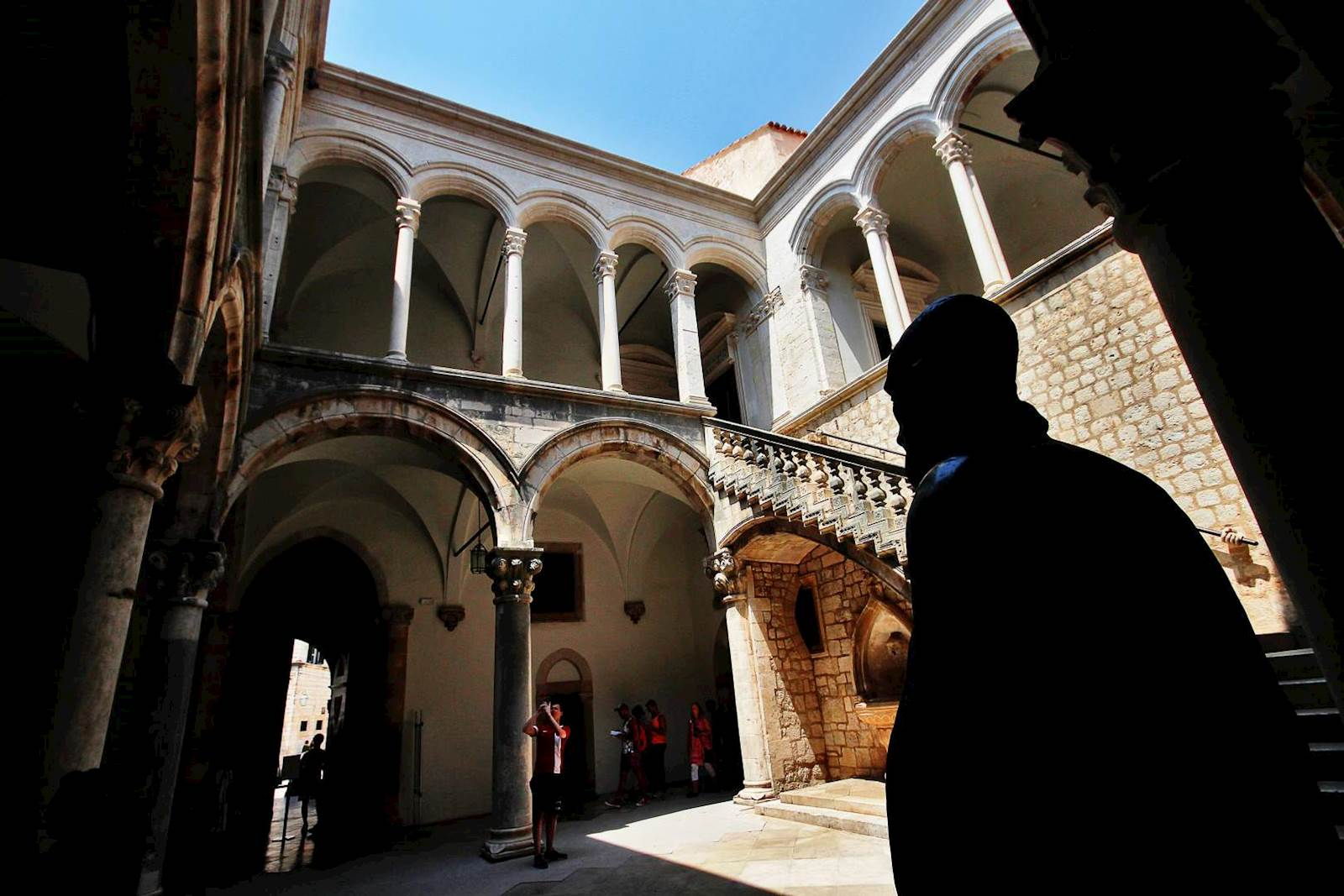 -images-excursions-discover-dubrovnik--26-dubrovnik-old-town-rectors-pallace.jpg