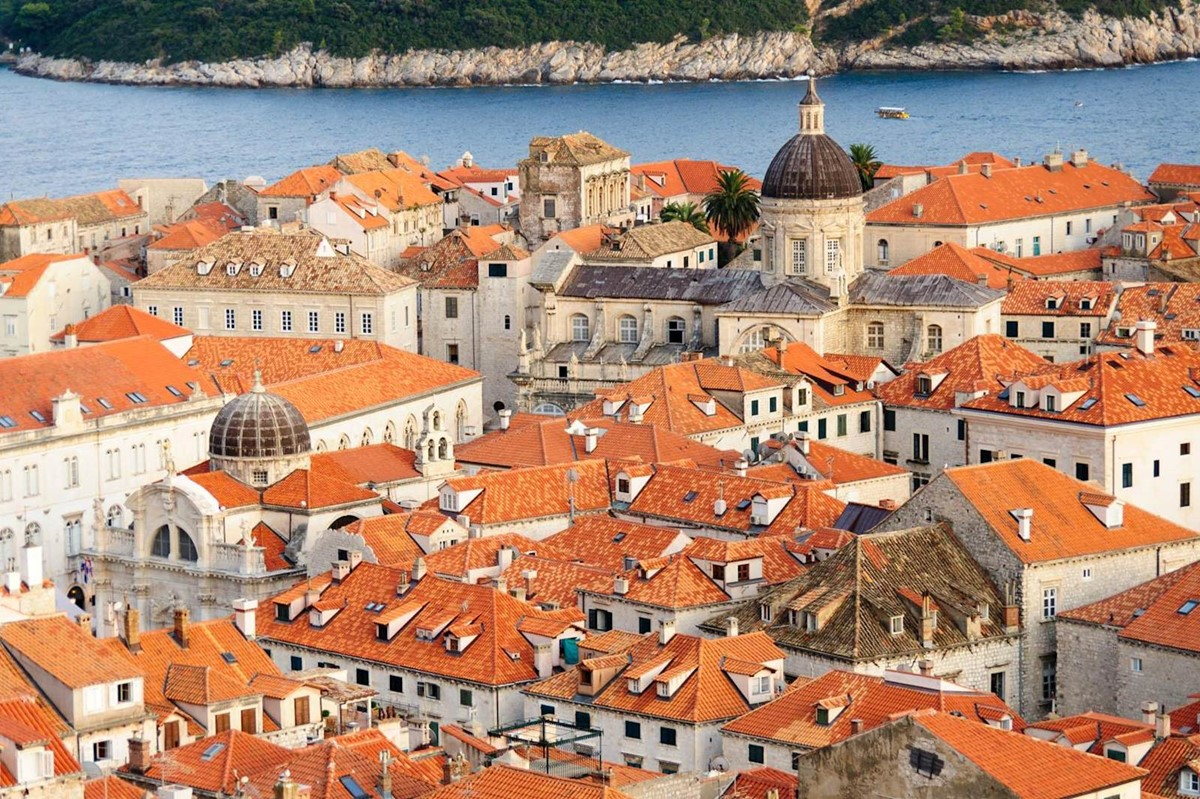 05-dubrovnik-old-town-view-from-north-side-of-walls