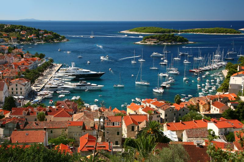 Speedboat, motor yacht or luxury yacht transfer Dubrovnik <-> Hvar