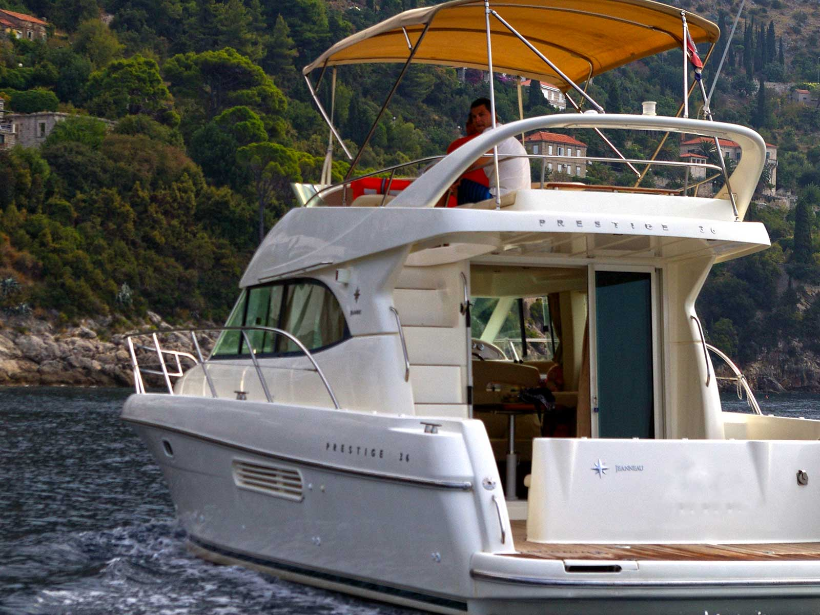 -images-excursions-elaphite-islands-speed-boat-excursion--a-motor-yacht-jeanneu-prestige-36.jpg