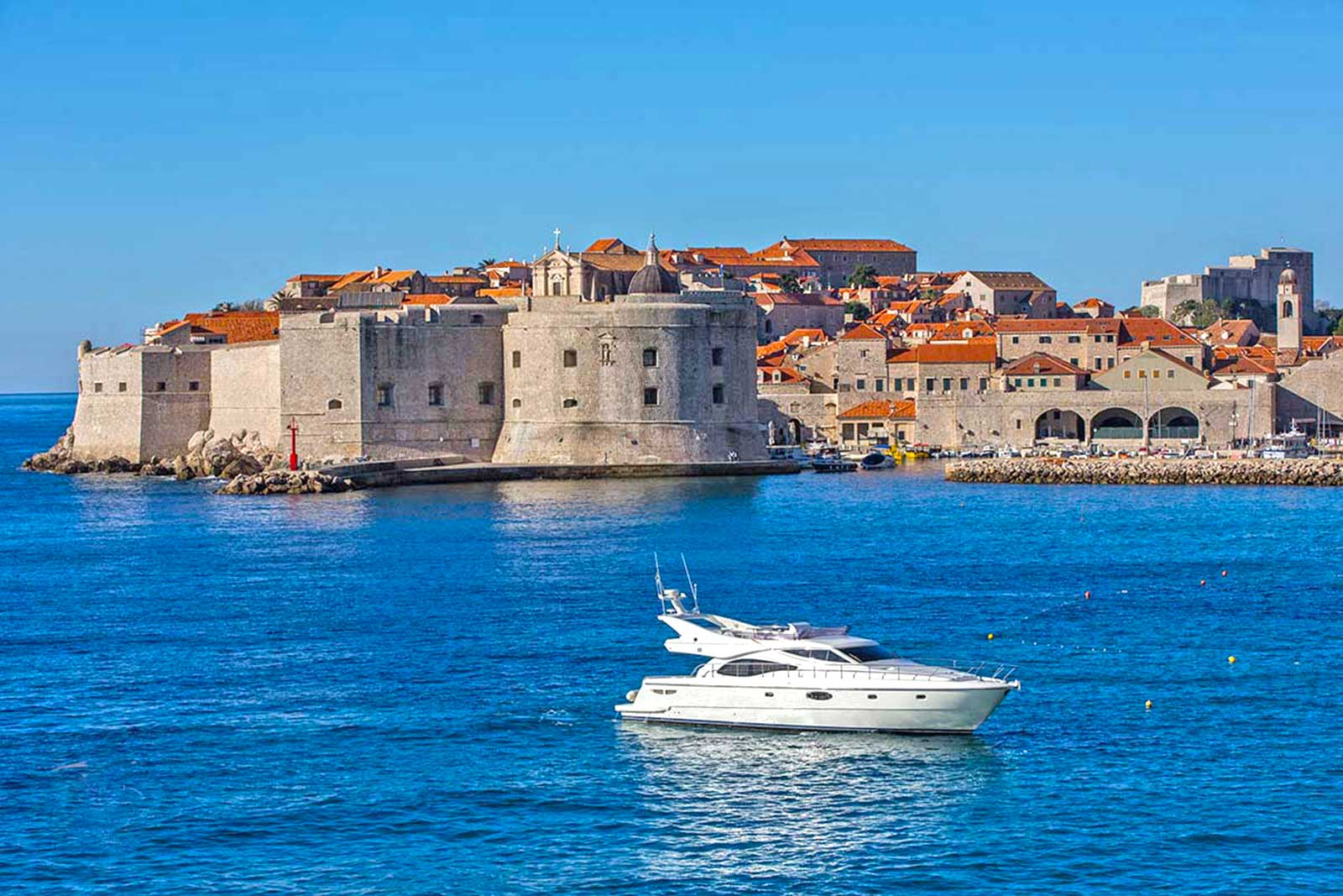-images-excursions-elaphite-islands-speed-boat-excursion-dubrovnik-boats-02-ferretti-591-dubrovnik-old-town.jpg