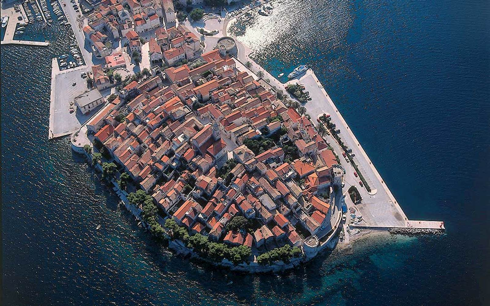 -images-excursions-korcula-boat-excursion-a-korcula-citywall-airview.jpg