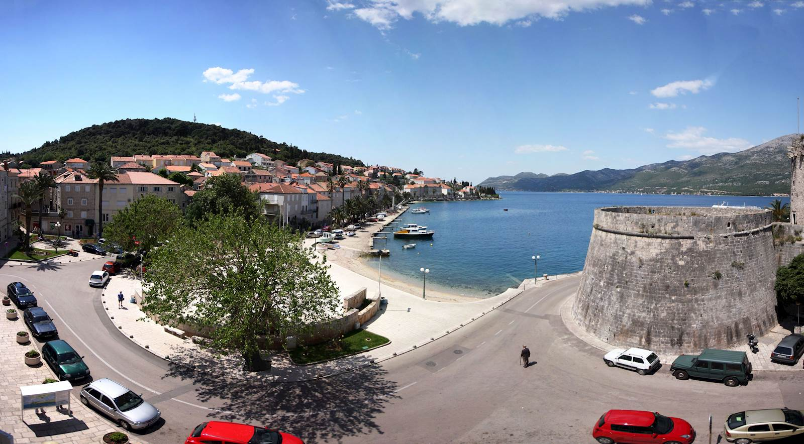-images-excursions-korcula-boat-excursion-b-korcula-square-reconciliation.jpg
