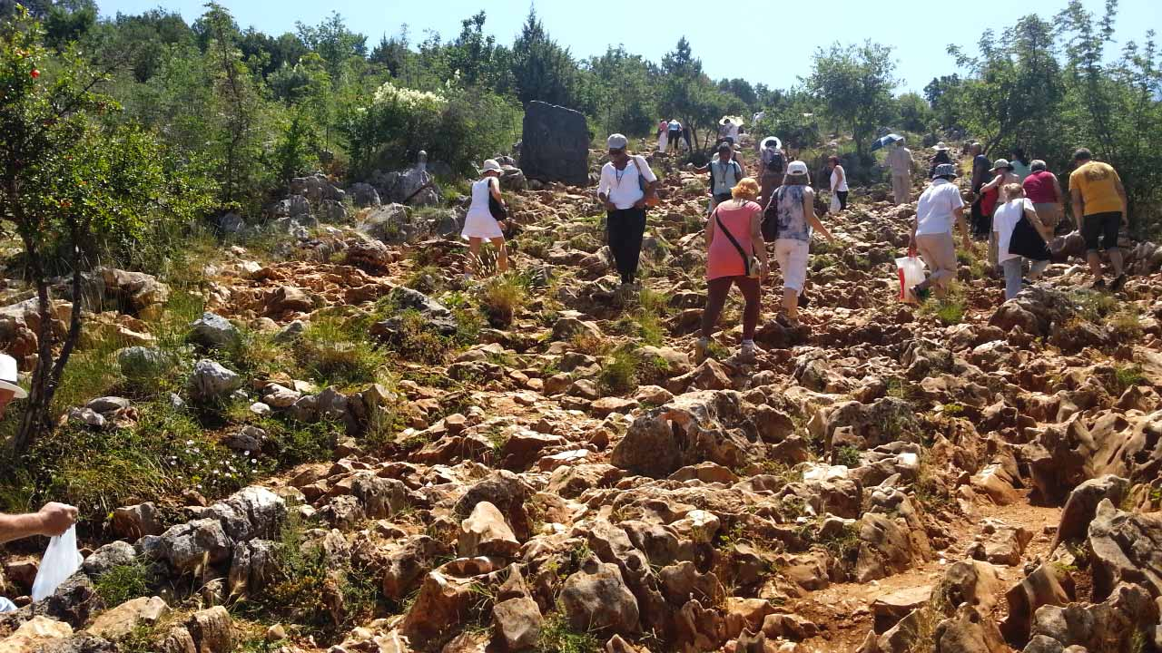 -images-excursions-medjugorje-medjugorje-the-hill-of-virgin-mary-walking-path.jpg