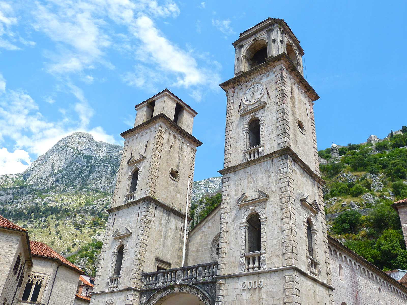 -images-excursions-montenegro-boat-tour-4.2.kotor-town-montenegro-boat-tour-church.jpg